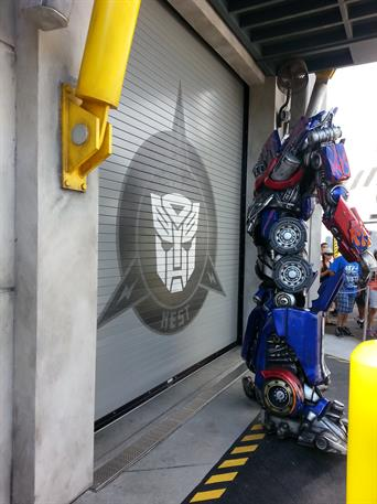 cookson_transformers-optimusprime_graphics-door_universal-orlando-2