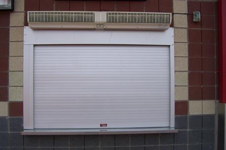 white-counter-shutter
